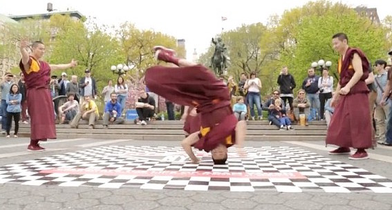 breakdance-monks